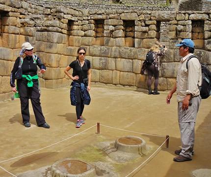 Servicio de Guiado en Machu Picchu – Contratar Guia en Machu Picchu – Tour Guiado